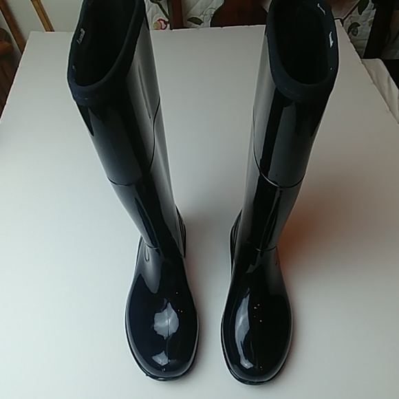 8003bac6017 Kamik, tall rain boots, shiny rubber fits 7.5 - 8